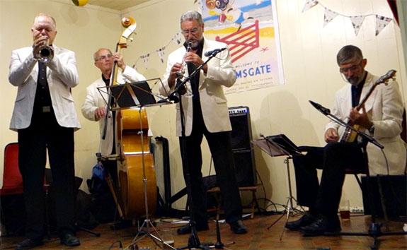 Peter Leonard (trumpet), Chris Thompson (bass), Alan Cresswell (clarinet), Andy Maynard (banjo).