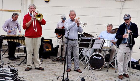 Tony Richard (tpt), Dave Corsby (clt), Martin Rawbone (tmb), Nick Rawbone (dms), Neil Francis (bass), Dave Robinson (vibes)