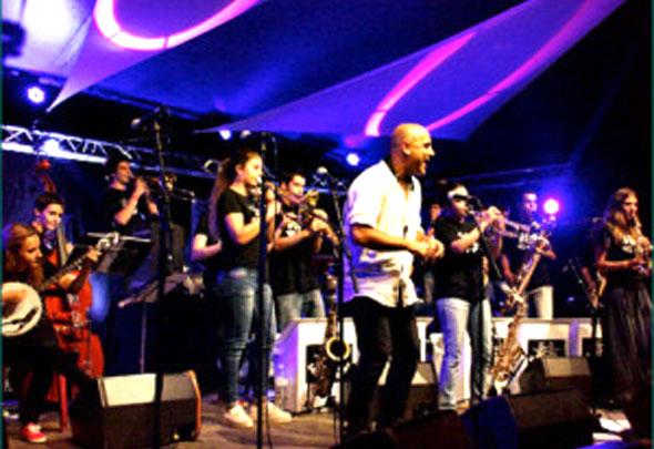 Sant-Andreu-Band-Stage