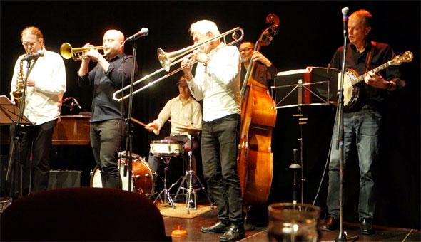 Olle Wassén (banjo), Pider Åvall (trombone/vocals, Niklas Robertson (saxophone/ clarinet/vocals, Fredrik Hamra (drums), Jan Karlsson (bass), Jonathan Gustafsson (trumpet)