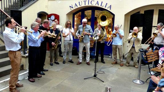 Courtyard-Band-4